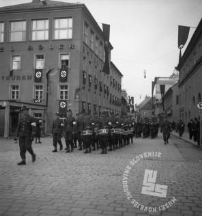 Di619: Proslava obletnice okupacije Maribora, 11. in 12. 4. 1942, budnica, 12. april 1942, foto Veit.