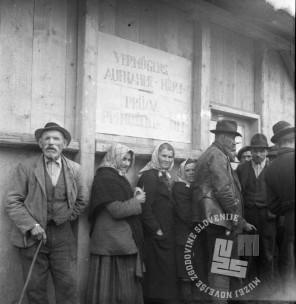 Di98: Izseljevanje Slovencev iz brežiškega okrožja, popis premoženja v taborišču Rajhenburg, 7.11.1941, foto: Veit.