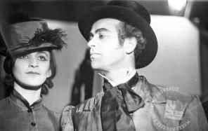 """Film_1618_036: Portret igralcev iz Cankarjeve komedije """"Županova Micka"""", ki so jo izvajali člani SNG; Črnomelj, 20.2.1945, foto: Franci Cerar."""