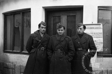 Film_1723_032: Člani partizanskega lutkovnega gledališča: Lojze Lavrič, Dušan Povh in Škrjanc Virče, Črnomelj, 12.2.1945, foto: Stane Viršek.