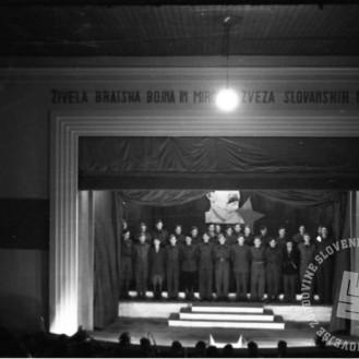 Film_483_015: Proslava 27. letnice oktobrske revolucije v Črnomlju novembra 1944, foto: Maksimiljan Zupančič.