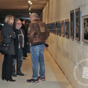 Fotografa Tone Stojko in Miško Kranjec na otvoritvi, foto: Sarah Poženel.
