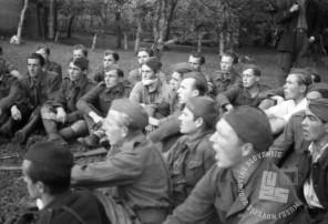 357_36: Invalidski pevski zbor v Srednji vasi pri Semiču, 7. oktober 1944, foto: Franci Cerar.