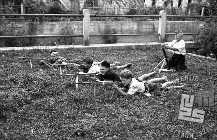 Mitraljezka četa topliških malih partizanov. Foto: Maksimilijan Zupančič - Milijan