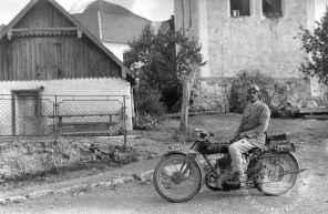 LP2658a: Pečnik Gustl z motorjem na Šmarni gori, foto: Peter Lampič.