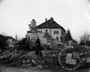 P_294: Žerjavova vila na takratni Groharjevu ulici 14, 20. marec 1945, foto: dr. Jakob Prešern.