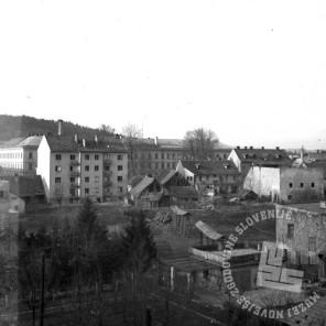 P_298: Pogled s strehe v Langusovi ulici proti tobačni tovarni, 10. marec 1945, foto: dr. Jakob Prešern.