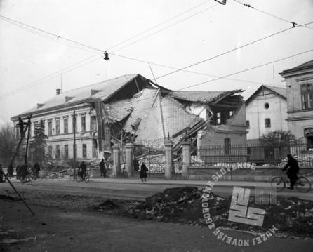 P_304: Tobačna tovarna v Ljubljani, 14. MAREC 1945, Foto: dr. Jakob Prešern.