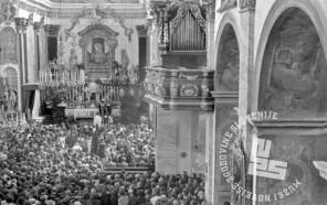 FS2263_6: Pogled v notranjost ljubljanske stolnice med žalno mašo za padle borce v vojni; mašo je vodil partizanski duhovnik Jože Lampret, 12. maj 1945. Foto: Pirnat – Potrč.