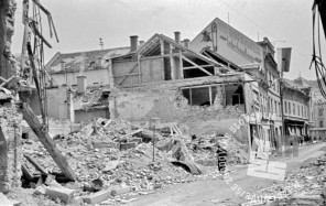 FS2252_11: Porušena hiša v Celju, 11. maj 1945. Foto: Jože Kološa.