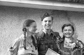 FS2247_32: Ob osvoboditvi Maribora, 10. maj 1945. Foto: Marijan Pfeifer, st.