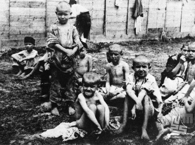 Otroci v taborišču na otoku Rabu, leto 1943.