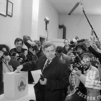 NB711_49: Volitve 8. april 1990, foto: Nace Bizilj, hrani: MNZS.