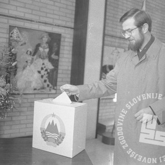 Peterle na volišču, 8. april 1980, foto: Tone Stojko, hrani: MNZS.