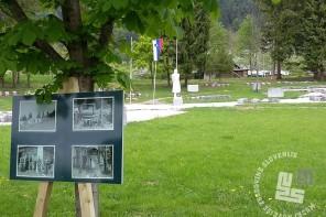 Razstava fotografij dr. Jakoba Prešerna v graščinskem parku, foto: arhiv MNZS.