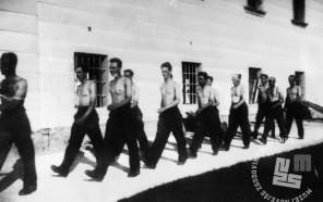 410: Zaporniki na dvorišču begunjske jetnišnice, foto: neznan, hrani: MNZS.