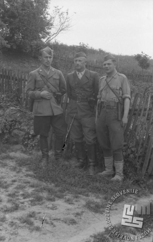 Poveljniški kader Belokranjskega odreda maja 1944. Z leve: komandant Andrej Žarn - Orel, politični komisar Lojze Colarič in namestnik komandanta Miha Zupančič. Foto: Vinko Bavec
