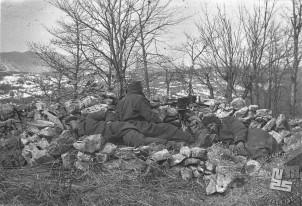 Borci Belokranjske brigade na položaju v boju nad Zvirčami 13. marca 1945. Foto: Bogo Tomše
