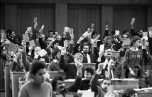 NB82_2: Sprejetje osamosvojitvenih dokumentov v Skupščini RS, Ljubljana, 25.6.1991. Foto: Nace Bizilj