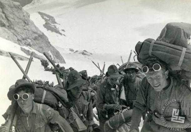 Smučarski bataljon na območju Colle di Teleccio (3304 m, Aosta), januar 1939 (izvirnik hrani Virgilij Tavčar).