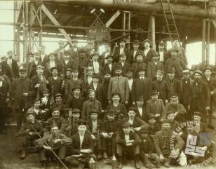 Rudarji v Trbovljah, leto 1897. Atelje neznan, hrani MNZS.