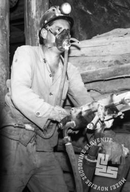 DE3102_2: Delo v rudniku Idrija, november 1965, foto: Svetozar Busić.