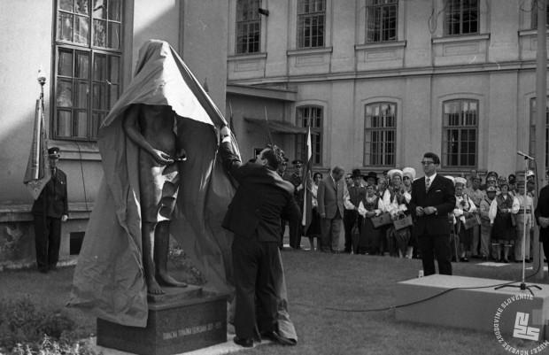 DE5189_4: Praznovanje ob stoletnici ljubljanske tobačne tovarne. Ljubljana, 1971, foto: Svetozar BUsić.