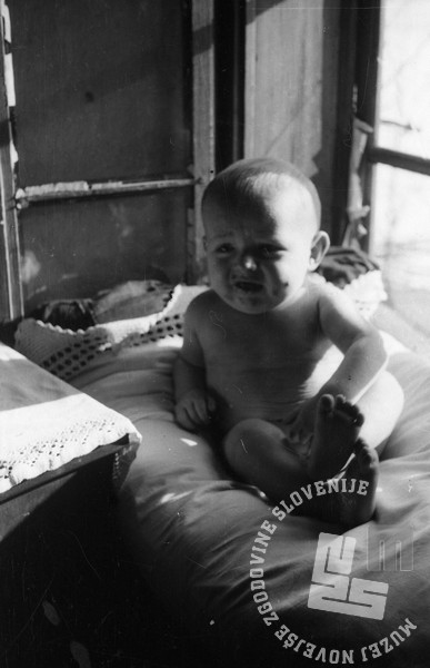 1226_39: Otroci v partizanskih bolnišnicah, pomlad 1944. Foto: dr. Janez Milčinski - Peter.