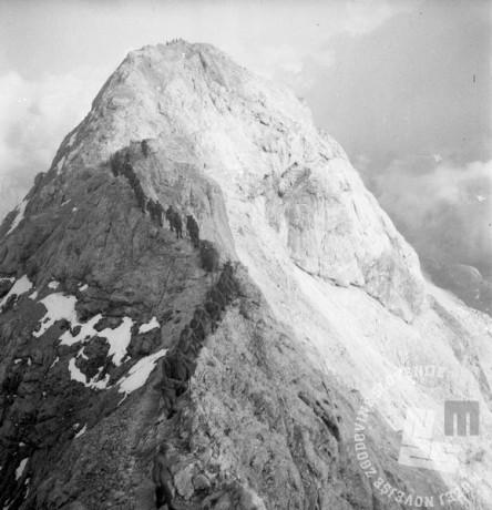 DE1550_5: Vojska na vrhu Triglava. Leto 1957, foto: Dušan Gostinčar.