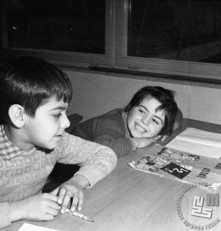 Spoznal sem tudi novega sošolca in postala bova dobra prijatelja. Dečka na OŠ Vič leta 1958. Foto: Edi Šelhaus