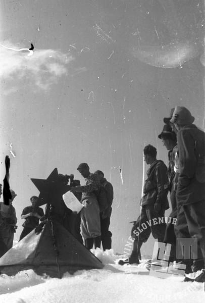 FS4875_8: Titova štafeta na Triglavu. 20. maj 1949. foto: Jože Mally.