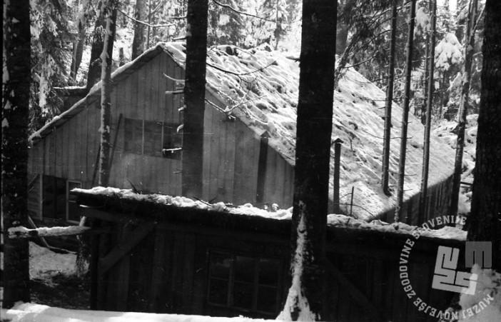 TN1227_2: Bolnica Spodnji Hrastnik, velika baraka za ranjence, zgrajena oktobra 1944. Foto: dr. Janez Milčinski - Peter.