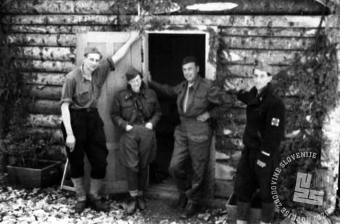 TN1344_22: Bolnišnica Spodnji Hrastnik. Druga z leve dr. Božena Grosman - Vida. Leto 1944. Foto: dr. Janez Milčinski - Peter