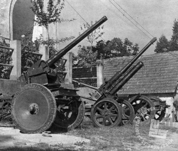 Fotografija zaplenjenih topov. Foto: neznan, vir: Revija Slovensko domobranstvo, št. 4.