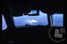 Pogled iz letala (po vsej verjetnosti nad Turčijo). / A view from the plane (most likely above Turkey).