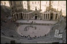 V Bosri je zelo znano antično rimsko gledališče, ki je v svojem času sprejelo približno 15.000 gledalcev. / Bosra has a very famous antique Roman theatre, which could accept up to 15.000 visitors in the past.