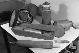 2002_6: Predmeti za skrivanje in prenašanje ilegalne literature. Foto: J. Kološa.