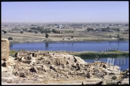 Dura Europos, antično arheološko najdišče ob reki Evfrat in v bližini sirsko-iraške meje. / Dura Europos – antique archaeological site next to river Euphrates, near the border between Syrian and Iraq.