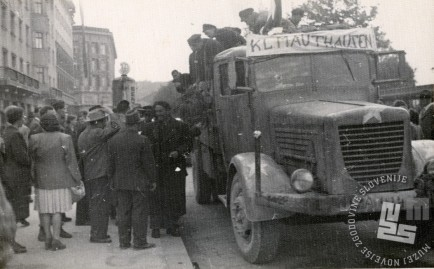 Prihod skupine taboriščnikov iz KT Mauthausen v Ljubljano, maj, junij 1945. Foto: neznan