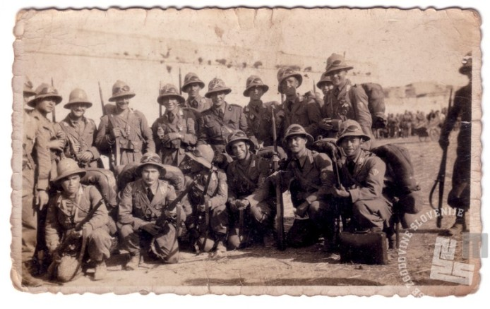 Jože Čič iz Velikih Brd na Postojnskem v skupini mobiliziranih italijanskih vojakov v vojno v Abesiniji, 1935 (hranijo potomci Jožeta Čiča).