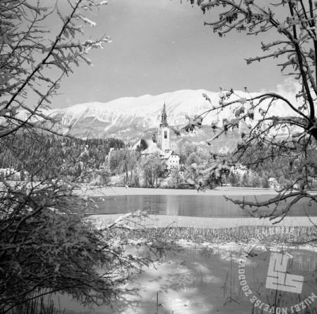EPT14_5: Cerkev Marijinega vnebovzetja na blejskem otoku. Bled, januar 1951.