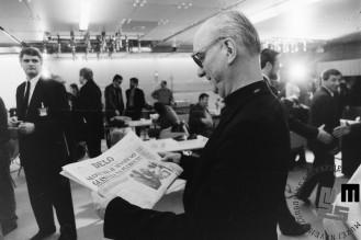 NB920_Nadškof dr. Alojzij Šuštar v Cankarjevem domu, 23.12.1990. Foto: Nace Bizilj.