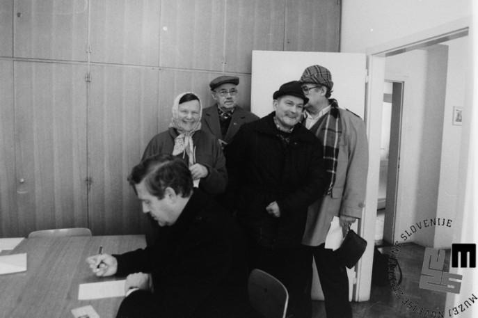 NB935_62_Veselje na volišču, 23.12.1990. Foto: Nace Bizilj.