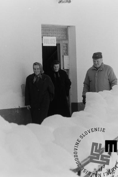NB950_17_Volivci v Ratečah, 23.12.1990. Foto: Nace Bizilj.