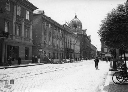 SL1808: Poslopje Hipotekarne banke, hotel Slon in glavna pošta na Dunajski (sedaj Slovenski) cesti v času med obema svetovnima vojnama. Foto: neznan, hrani: Muzej novejše zgodovine Slovenije.