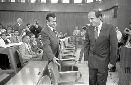 Sprejetja amandmajev k slovenski ustavi v Skupščini SRS se je udeležil tudi predsednik Predsedstva SFRJ, dr. Janez Drnovšek, Ljubljana, 27. 6. 1989, foto: Tone Stojko.