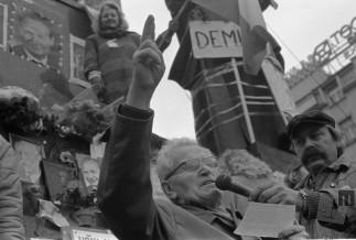 Žametna revolucija je nenasilno odnesla staro politično strukturo, Praga, Češkoslovaška, 27. 11. 1989, foto: Tone Stojko.