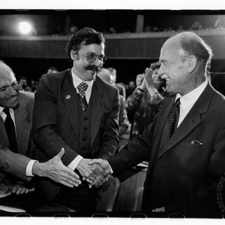 Čestitke novoizvoljenemu predsedniku Skupščine RS dr. Francetu Bučarju, 9. 5. 1990, Ljubljana, foto: Tone Stojko.