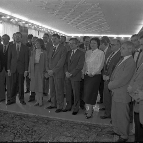 Novoizvoljeni Izvršni svet Skupščine RS (vlada), 16. 5. 1990, Ljubljana, foto: Tone Stojko.