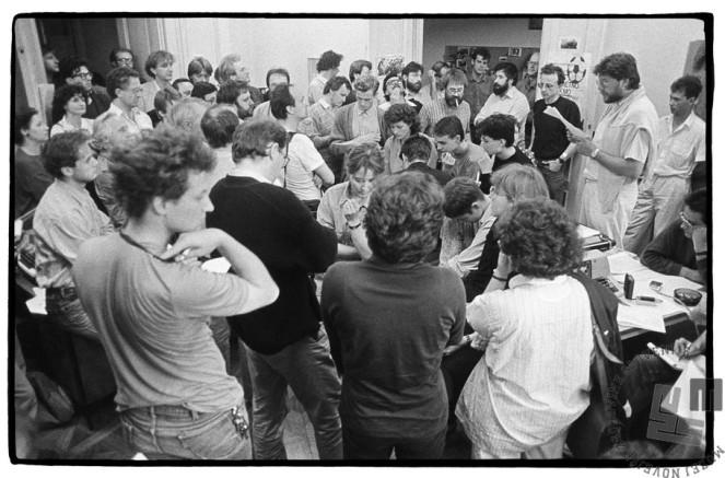 Ustanovitev Odbora za varstvo pravic Janeza Janše (kasneje preimenovan v Odbor za varstvo človekovih pravic), Ljubljana, 3. 6. 1988, foto: Tone Stojko.